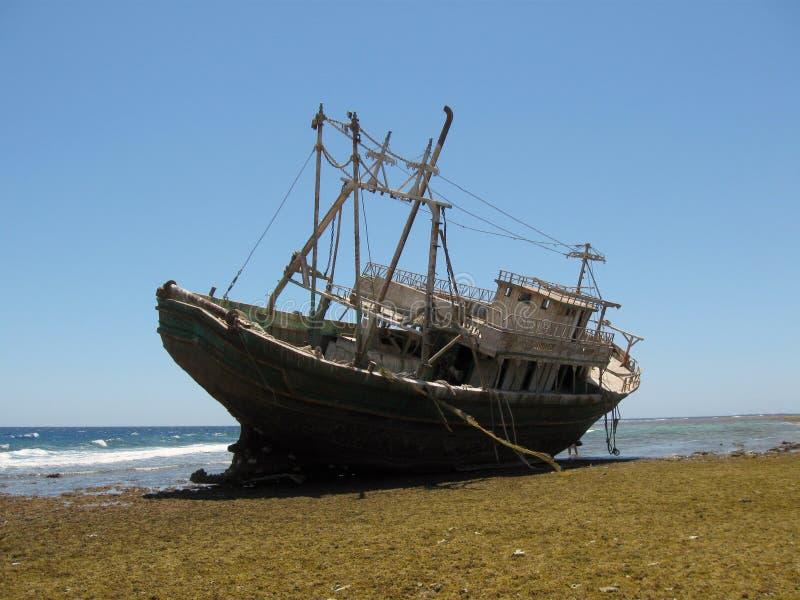 在红海的船击毁 免版税图库摄影