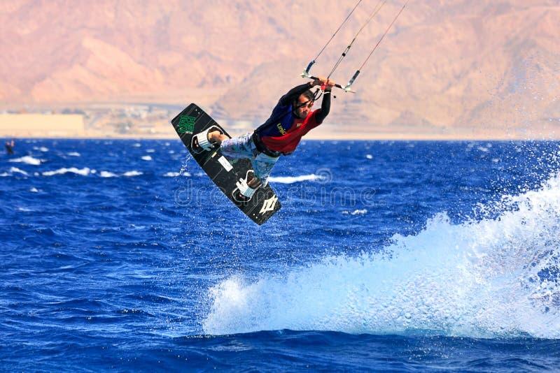 在红海的Kitesurfer。 免版税图库摄影