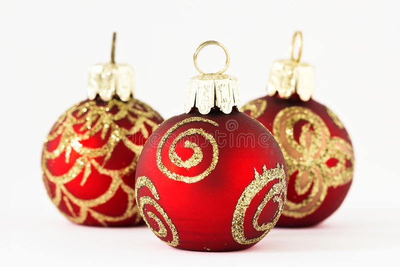 在红色和金子II的圣诞节球 图库摄影