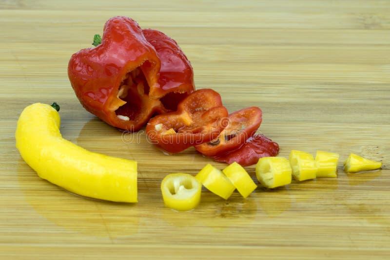 在红色和黄色的辣椒 图库摄影