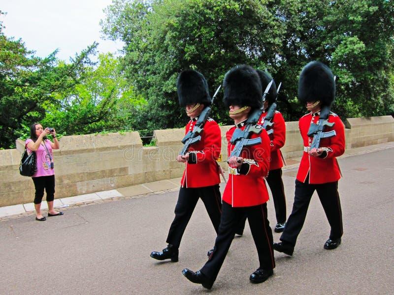 在红色外套的女王/王后卫兵 免版税库存图片