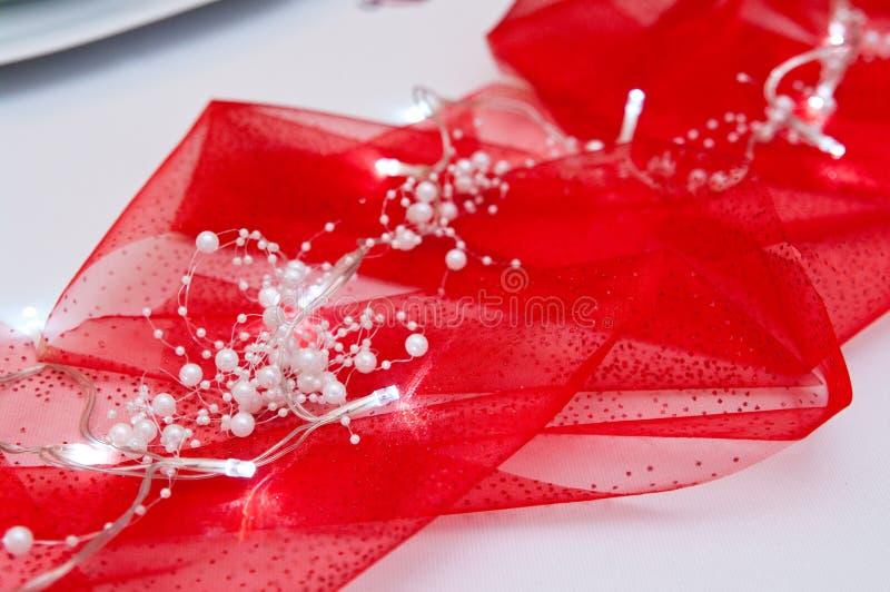在红色布的被带领的光作为圣诞节制表装饰 库存图片