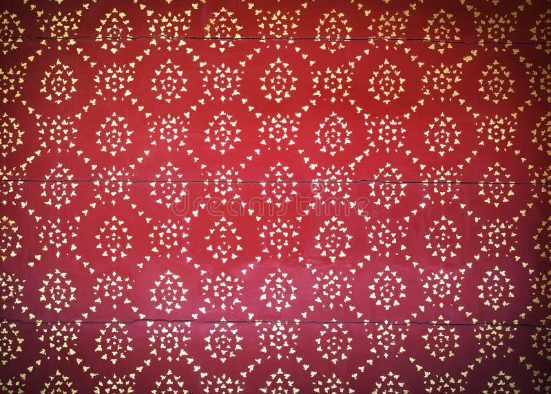 在红色木的泰国艺术样式 免版税库存图片