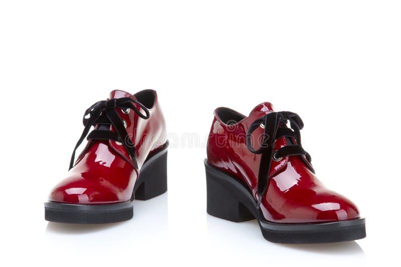 在红色的时髦的女性鞋子在白色背景 免版税库存照片