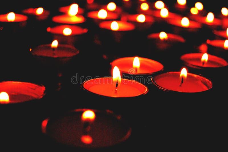 在红色的蜡烛 免版税库存照片