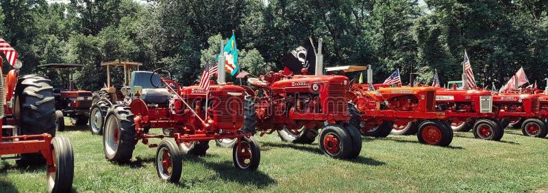 在红色穿戴的拖拉机 免版税图库摄影