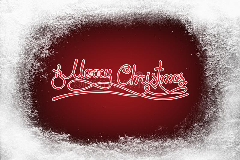 在红色背景和树冰雪霜的圣诞快乐文本在xmas窗口 库存照片