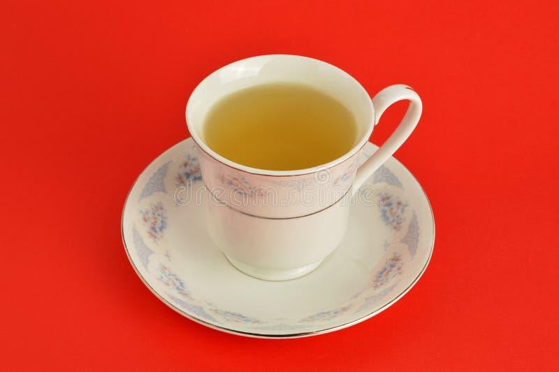 在红色背景的清凉茶 图库摄影