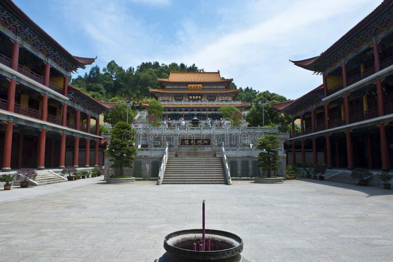 在红色蜗牛寺庙的大厦 图库摄影