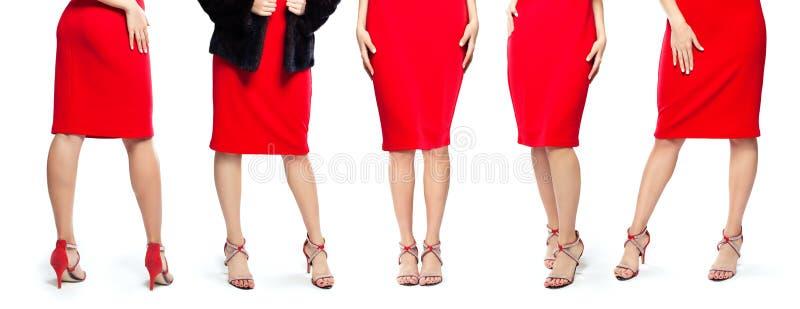 在红色高跟鞋鞋子的完善的性感的妇女腿在白色背景 库存图片