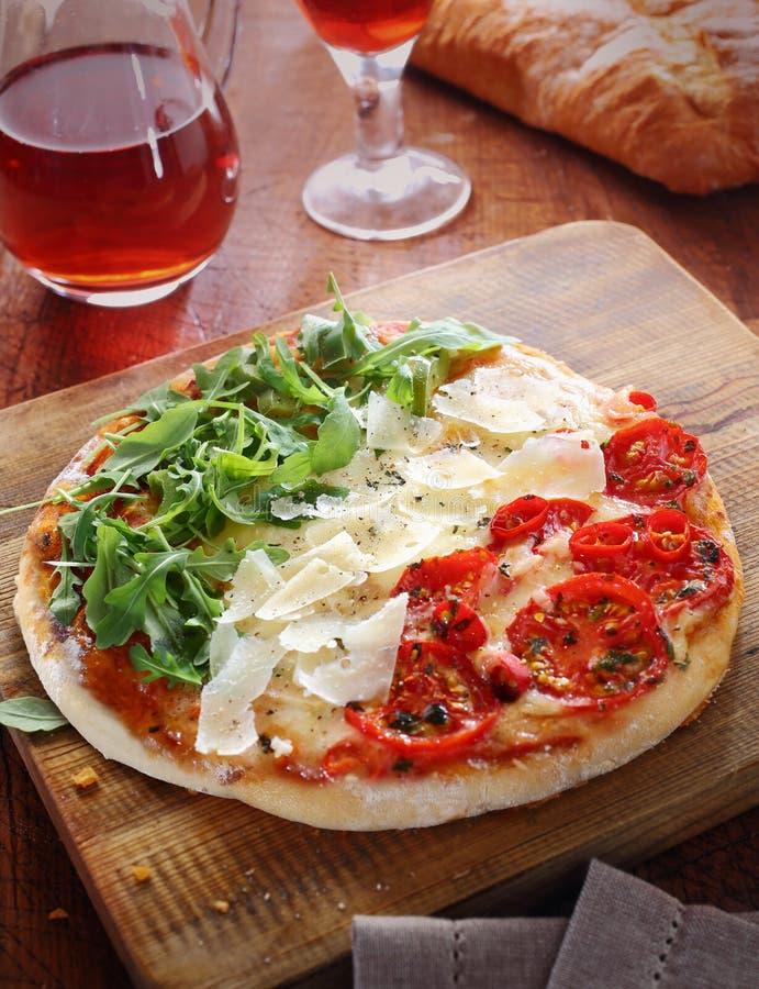 在红色,白色和绿色的意大利薄饼,三色 免版税库存照片