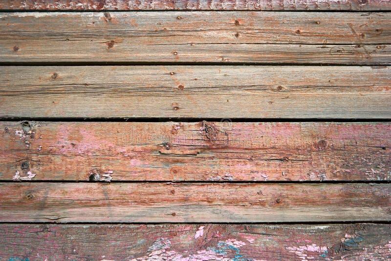 在红颜色绘的土气被风化的谷仓木背景 免版税库存照片