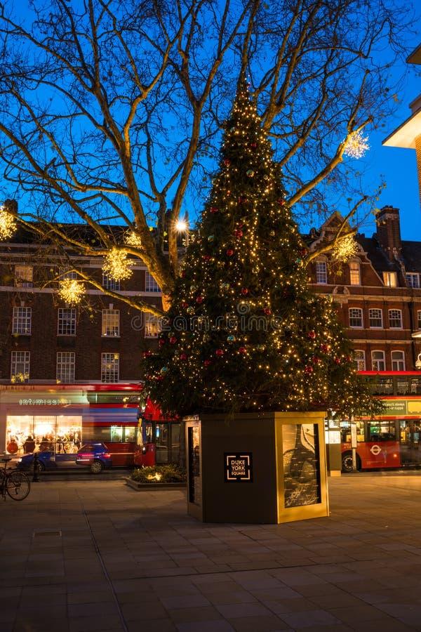 在约克公爵广场的装饰的圣诞树在伦敦英国 库存照片