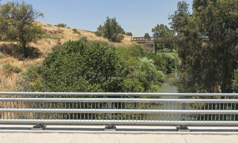 在约旦河的老Gesher Bnot Yaakov桥梁 免版税库存照片