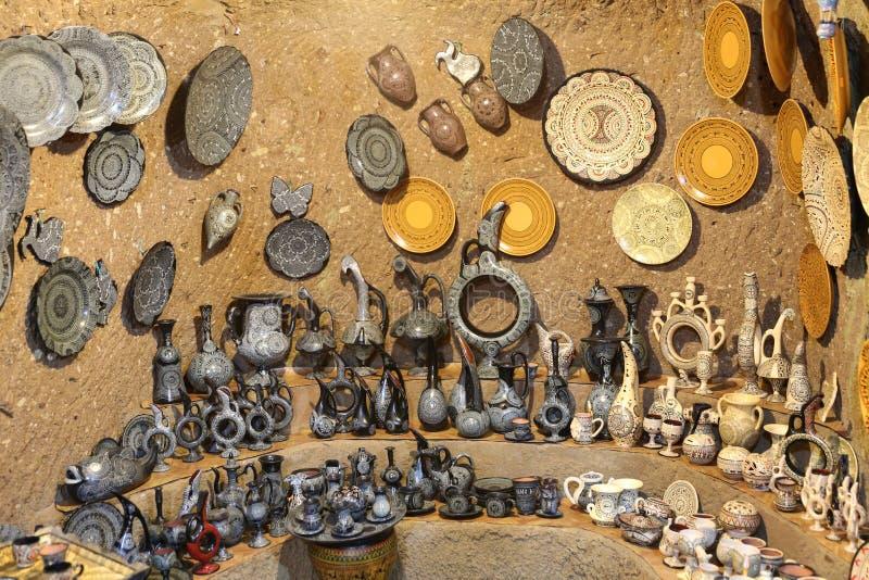 在纪念品店的土耳其陶瓷 库存照片