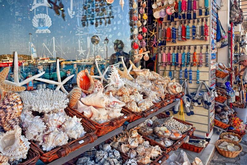 在纪念品店的贝壳在克利特 库存照片