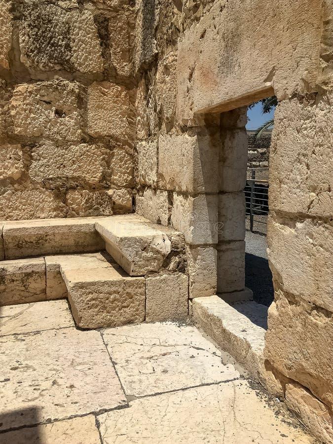 在纪念圣皮特圣徒・彼得的家古老犹太教堂的门道入口 库存图片