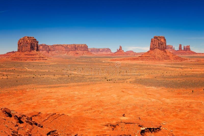 在纪念碑瓦尔的干旱的沙漠风景 免版税库存照片