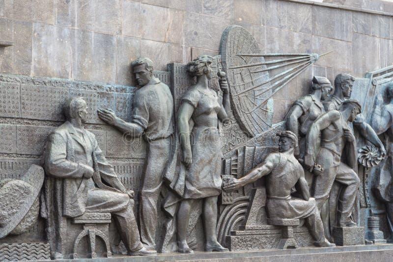 在纪念碑的雕塑对空间,莫斯科,俄罗斯的征服者 库存图片