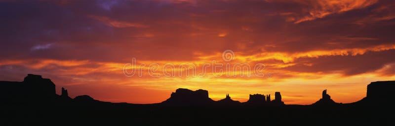 在纪念碑谷的日出 库存图片