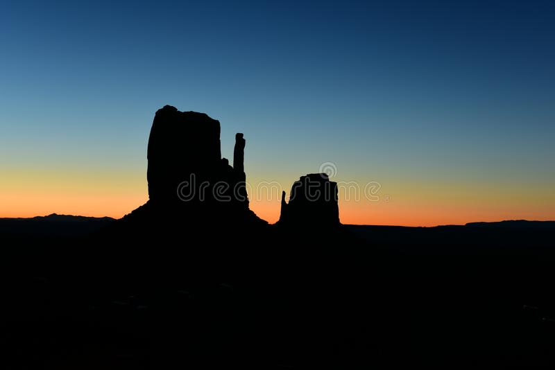 在纪念碑谷部族公园的日出犹他亚利桑那边界的,美国 免版税图库摄影