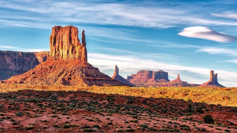 在纪念碑谷,亚利桑那的日落视图 免版税库存照片