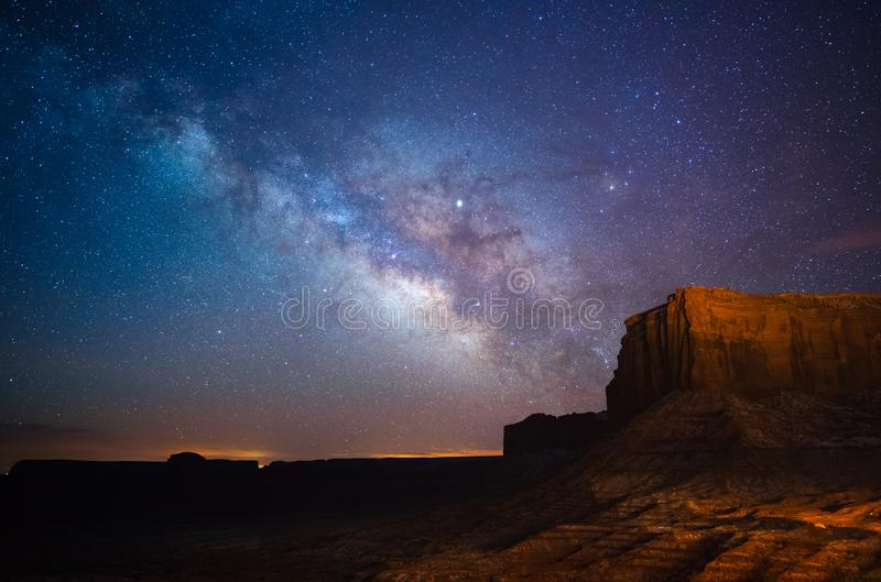 在纪念碑谷,犹他,美国上的银河 免版税库存图片
