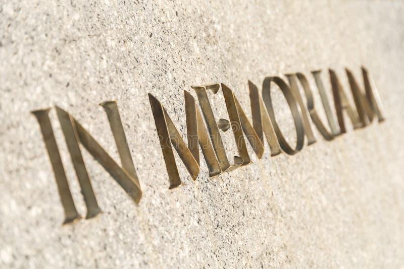 在纪念碑题写的Memoriam词 库存图片