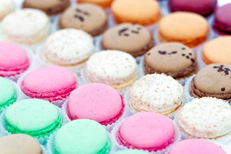 在纸张的法国蛋白杏仁饼干 库存照片