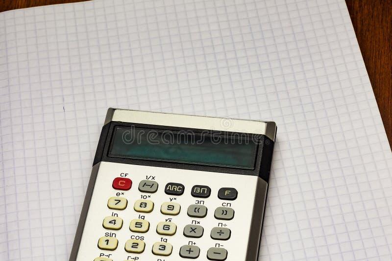 在纸片在笼子的是计算器 图库摄影