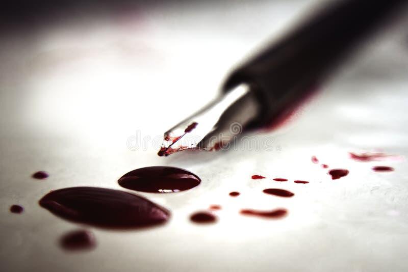 在纸的血淋淋的笔 图库摄影