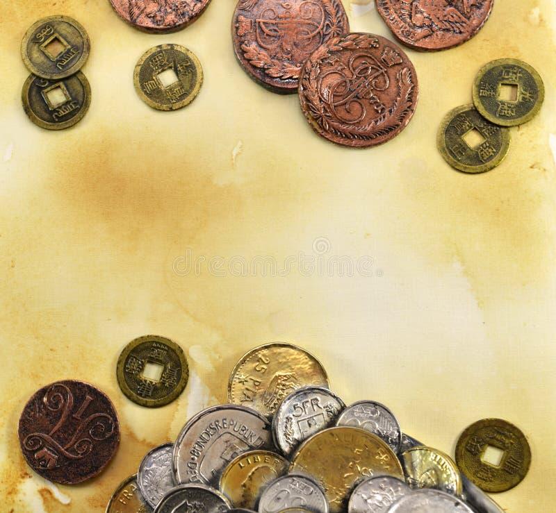 在纸背景的古老硬币 库存图片