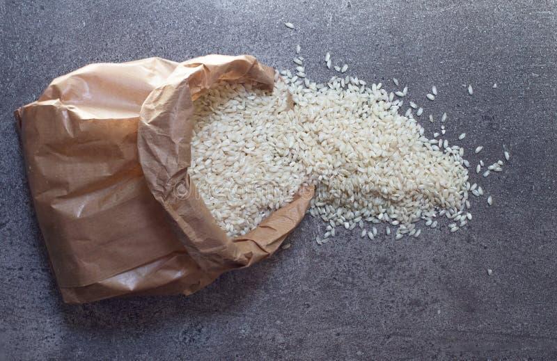 在纸组装的米在石背景 库存照片