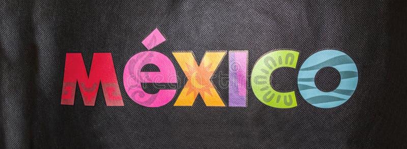 在纺织品背景的墨西哥文本 向量例证