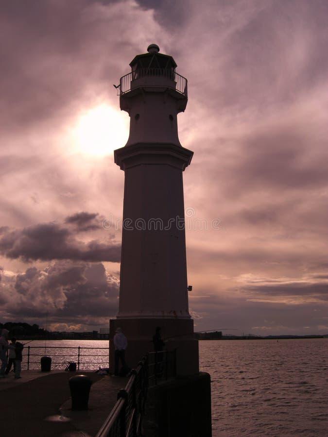 在纽黑文灯塔的日落,爱丁堡,苏格兰,英国 免版税库存照片