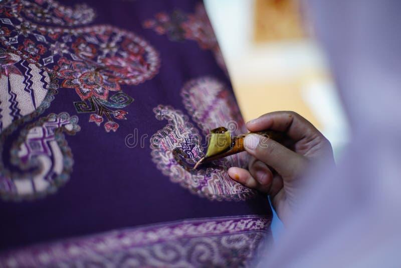 在织品的图画蜡染布Tulis 图库摄影