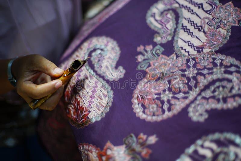 在织品的图画蜡染布Tulis 库存图片