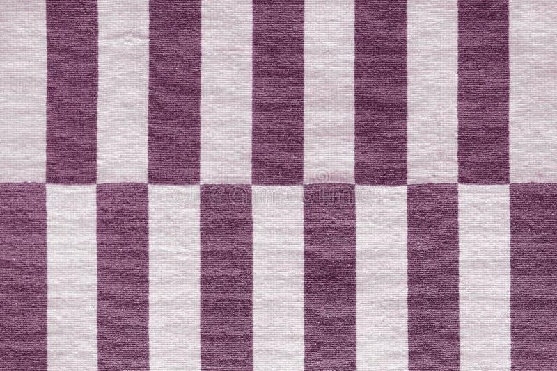 在织品的多彩多姿的条纹 五颜六色的传统秘鲁样式,特写镜头地毯表面 免版税库存图片