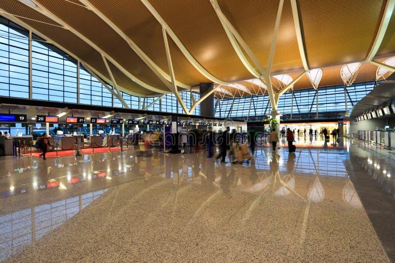 在终端里面的机场 免版税库存图片