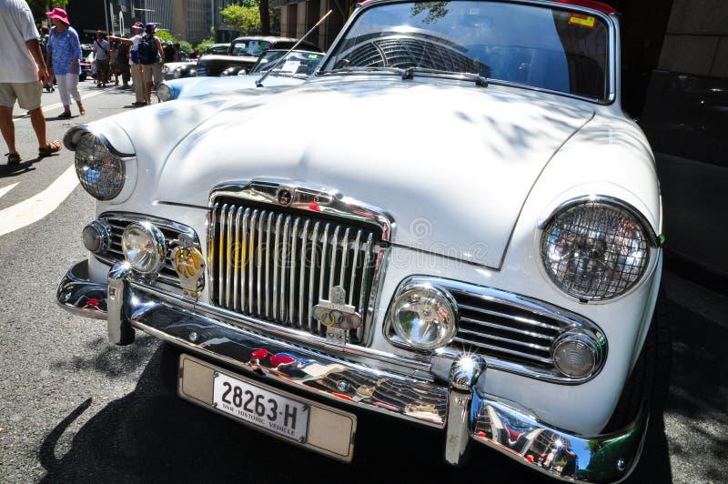 在经典汽车展示会的白色光束双刃剑葡萄酒汽车在澳大利亚天 免版税库存图片