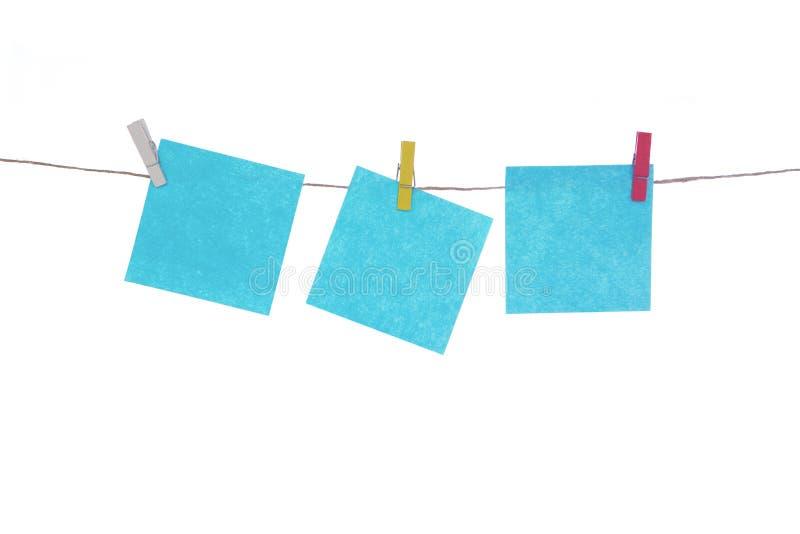 在绳索,白色被隔绝的背景的多彩多姿的贴纸 为您的题字安置 免版税图库摄影