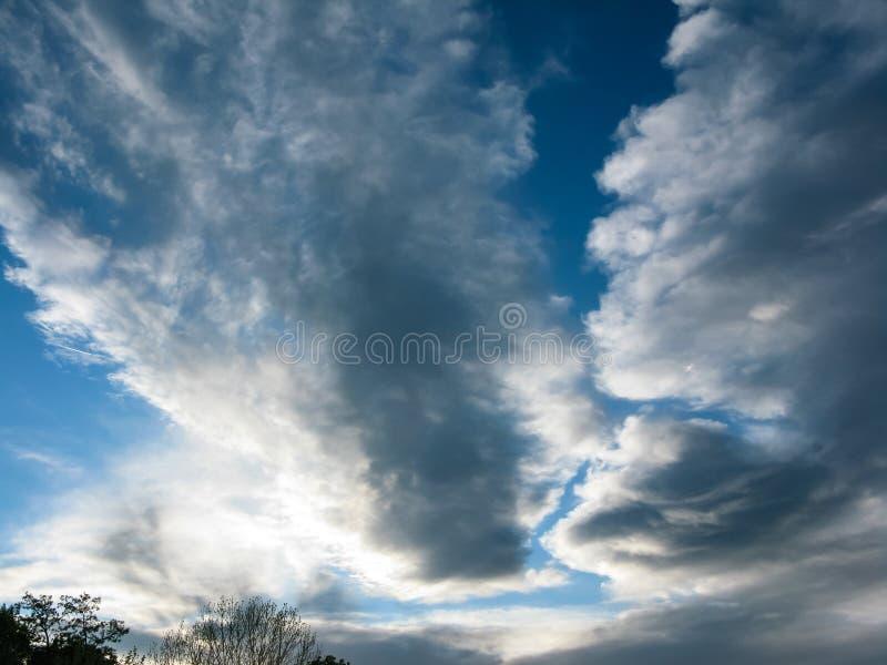 在维也纳奥地利的美丽的剧烈的天空 免版税库存照片