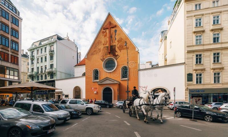 在维也纳安置皇家土窖的连斗帽女大衣教会 免版税库存图片