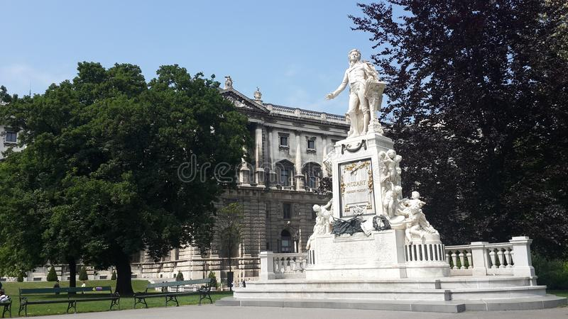 在维也纳Burggrten和Hofburg奥地利的莫扎特雕象 库存照片