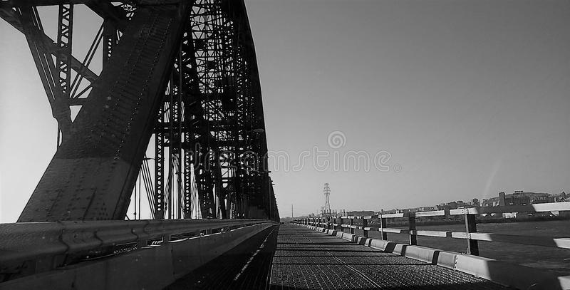 在维多利亚桥梁路上 免版税库存图片