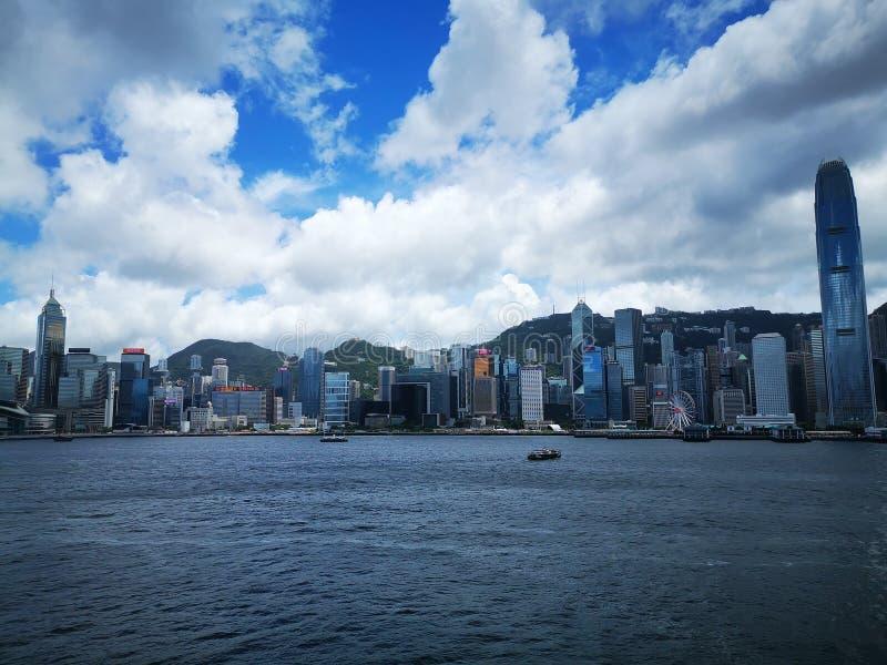 在维多利亚港口香港的一个通常晴朗的下午 库存图片