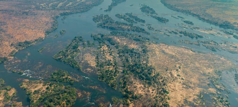 在维多利亚瀑布旁边的赞比西河 库存图片