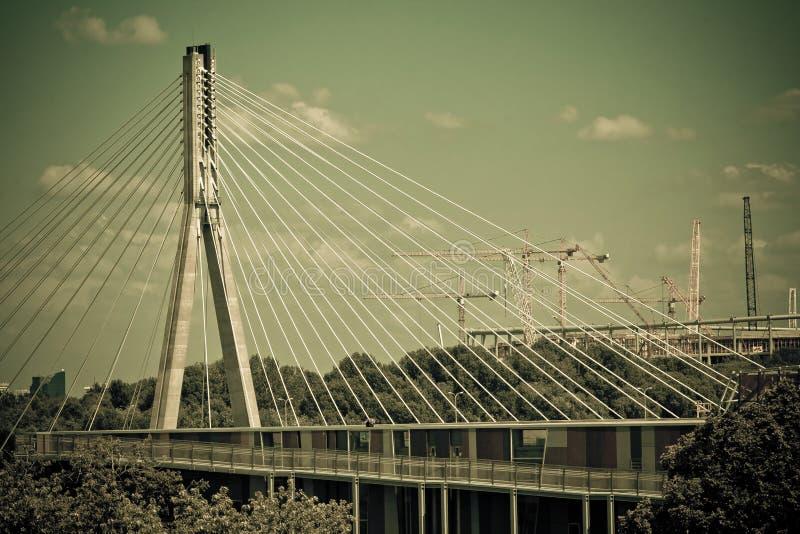 在维斯瓦河的Swietokrzyski桥梁在华沙。 免版税库存照片