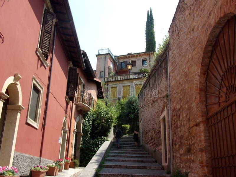 在维罗纳小山,意大利的台阶步 免版税库存图片