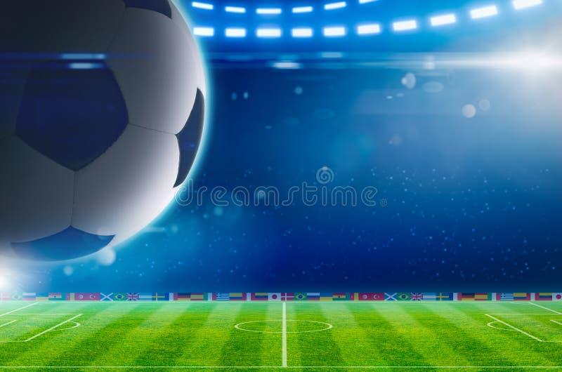 在绿色体育场上的大足球有明亮的聚光灯的 皇族释放例证